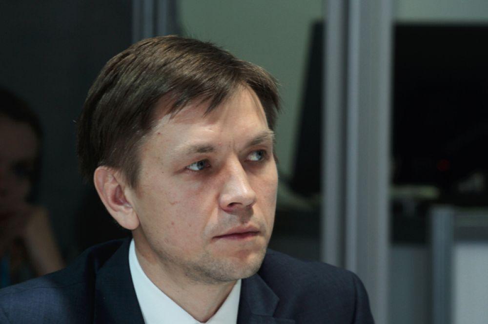 Министром цифрового развития, связи и массовых коммуникаций РФ стал руководитель Аналитического центра при правительстве РФ Константин Носков, он заменит Николая Никифорова.
