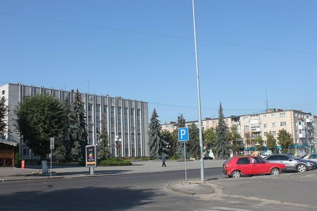 ВУкраинском государстве  стены школы штукатурили изсмеси песка состанками советских солдат