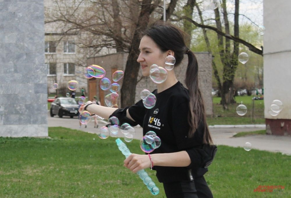 Мыльные пузыри создают радостное настроение