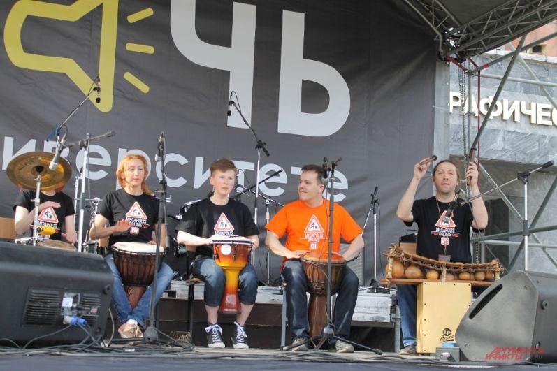 Выступление барабанщиков