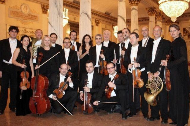 До этого более 10 лет работал замдиректора камерном оркестре «Виртуозы Москвы»