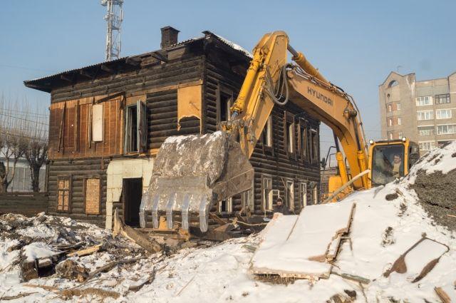 Снос ветхого жилья в городе продолжается.