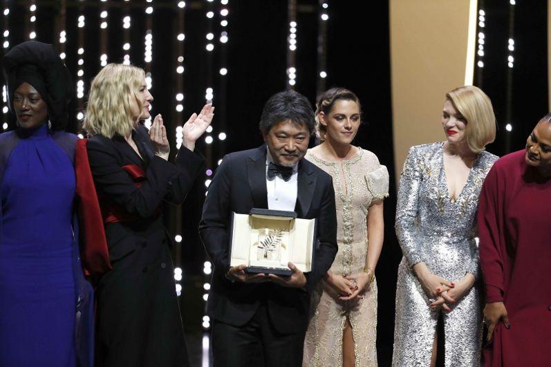 Японский режиссер Хирокадзу Корээда получил главный приз за фильм «Магазинные воришки».