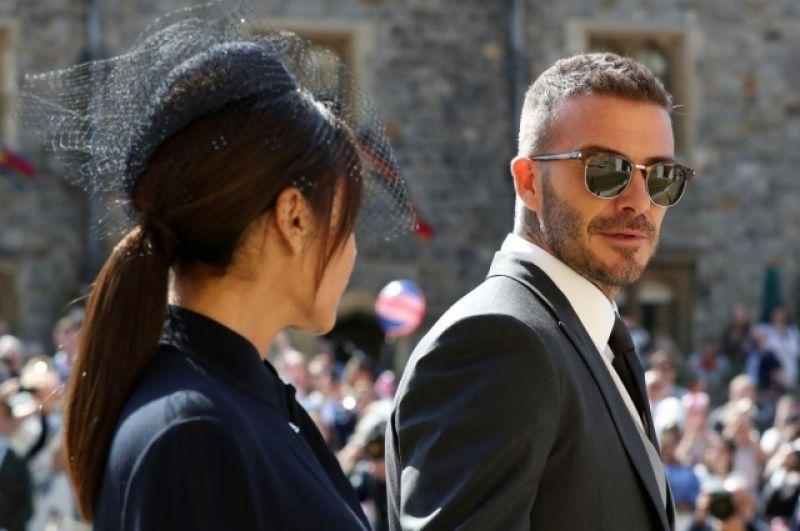 Кроме того, на свадьбе были и знаменитые гости - к примеру, чета Бэкхемов - Виктория и Дэвид. Напомним, что супруги являются кавалерами Ордена Британской империи.