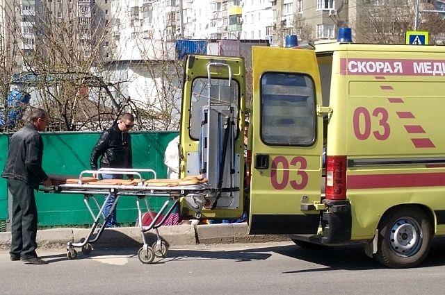 Мужчина скончался в карете скорой помощи.