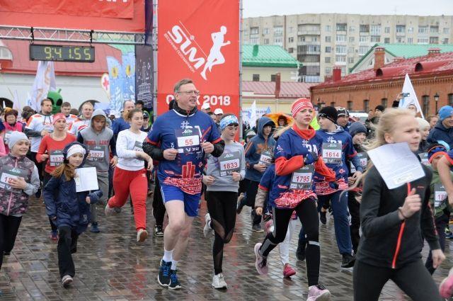 Глава региона присоединился к забегу на самой массовой дистанции в два километра.