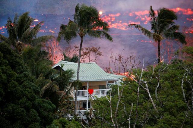 Гражданин  Гавайев пострадал отбрызг лавы извергающегося вулкана