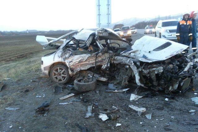 На Камчатке при столкновении Toyota и внедорожника погибли два человека.