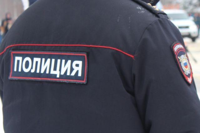 В Тарко-Сале безработные сняли аккумуляторы с припаркованного грузовика