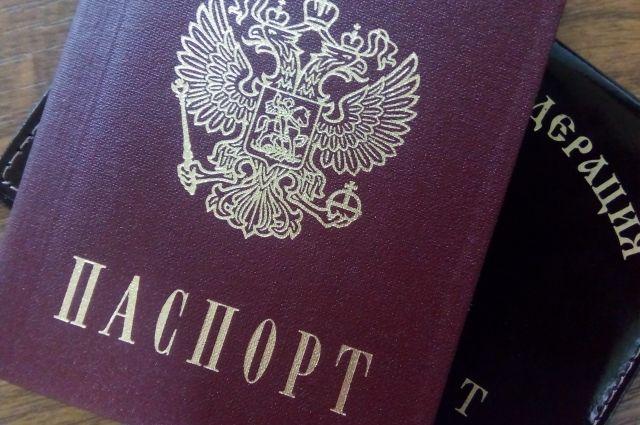 Действующие паспорта мужчины предъявить отказались.