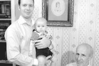 Три поколения фон Эссенов: Алексей Григорьевич (справа), его сын Николай и внук Райнхольд.