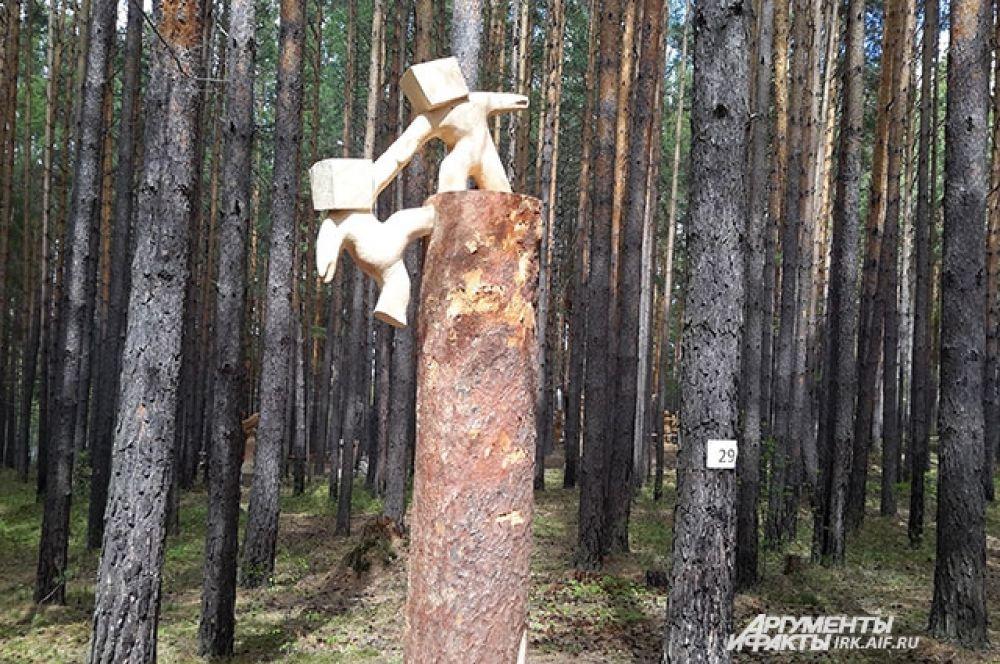 В этом году скульпторы изготовили несколько абстрактных работ.