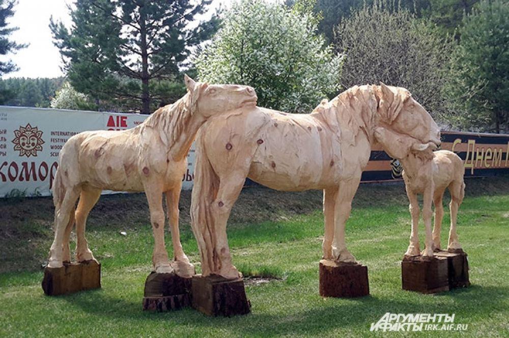 Скульптура коней заняла II место, ее авторы еще одна команда из Монголии.