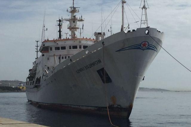 Экипаж судна «Адмирал Владимирский» возложил венки к монументу русским морякам наСицилии
