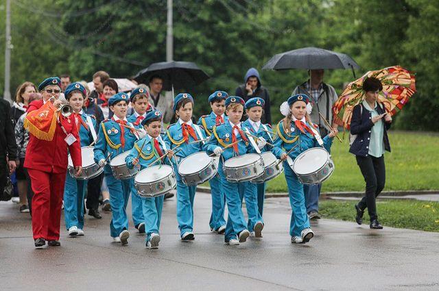 Готовы к труду и обороне. Школьники Москвы отметили День пионерии