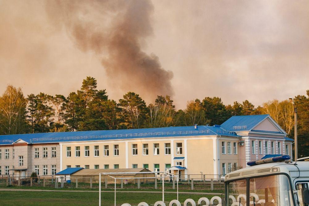 Пожар тушили около суток.
