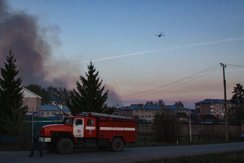 На тушение пожара бросили все силы, в том чсиле - санавиацию из соседних регионов.