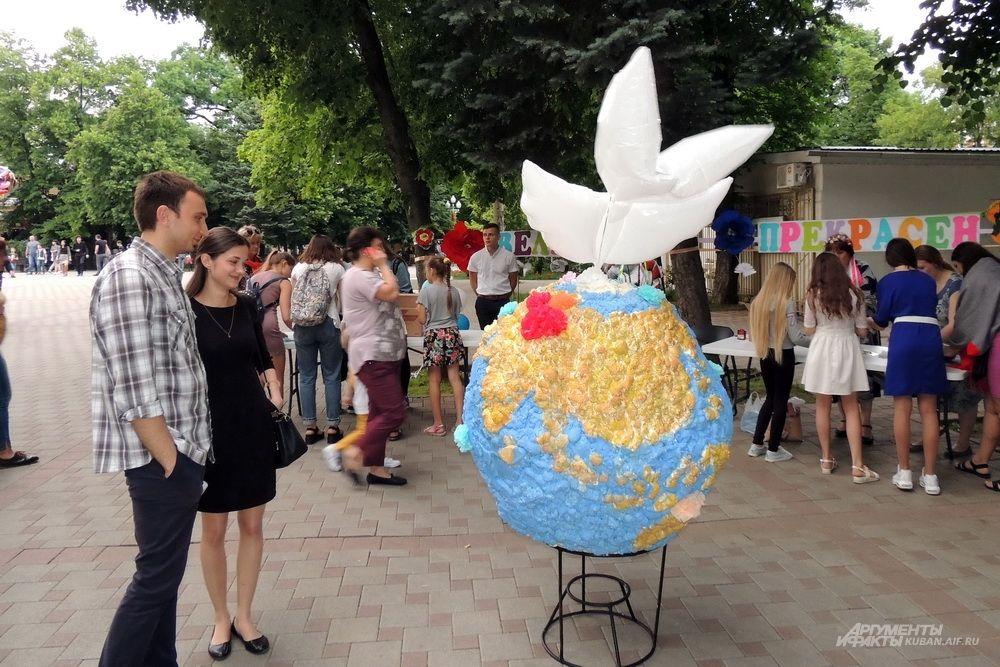 Интерактивная инсталляция «Велик, прекрасен шар земной».