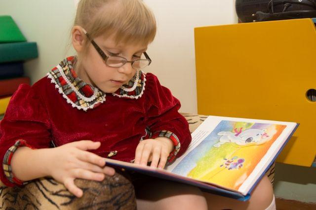 В Украине лишь пяти тысяч воспитанников интернатов могут быть усыновлены
