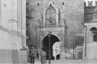 Иконы над Спасскими воротами со стороны Кремля в начале XX в.
