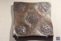 Такая монета была внушительных размеров - с ладошку.