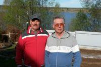 Александр Котов и Иван Кузнецов спустили лодку на воду и взяли курс на тонущих людей.
