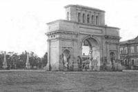 Памятник ремонтировали арестанты.