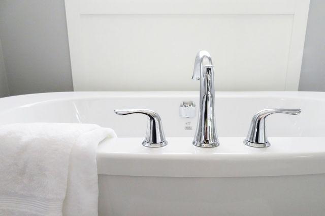 170-килограммовая кемеровчанка не смогла самостоятельно встать из ванной.