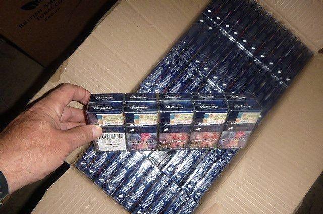 Тонну «лишних» сигарет нашли в грузовике калининградские таможенники.