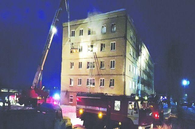 Пожар в общежитии в поселке Новоомский Омской области.