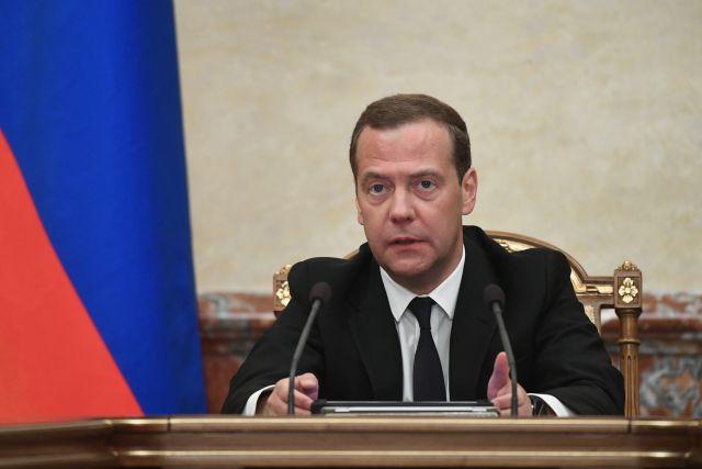 Медведев рассказал, на что потратят 62 миллиарда рублей допрасходов бюджета