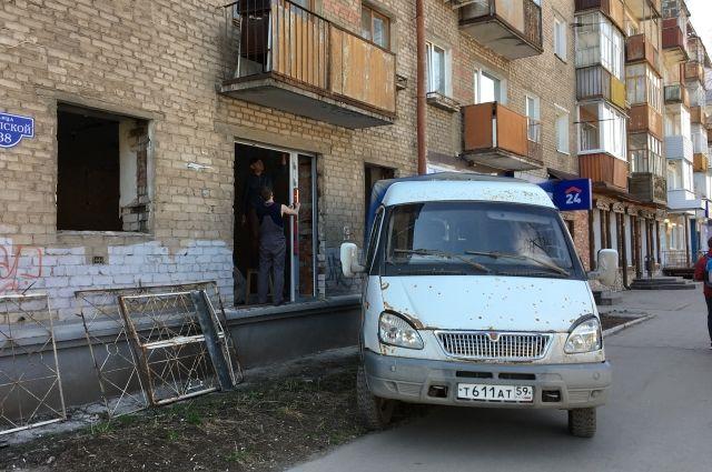 Для перепланировки квартиры под нежилое помещение нужно получить согласие властей.