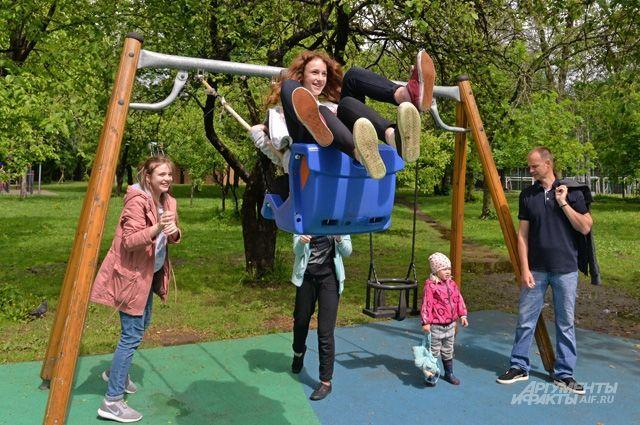 5 детских площадок - и для крох, и для дошколят, и для подростков.
