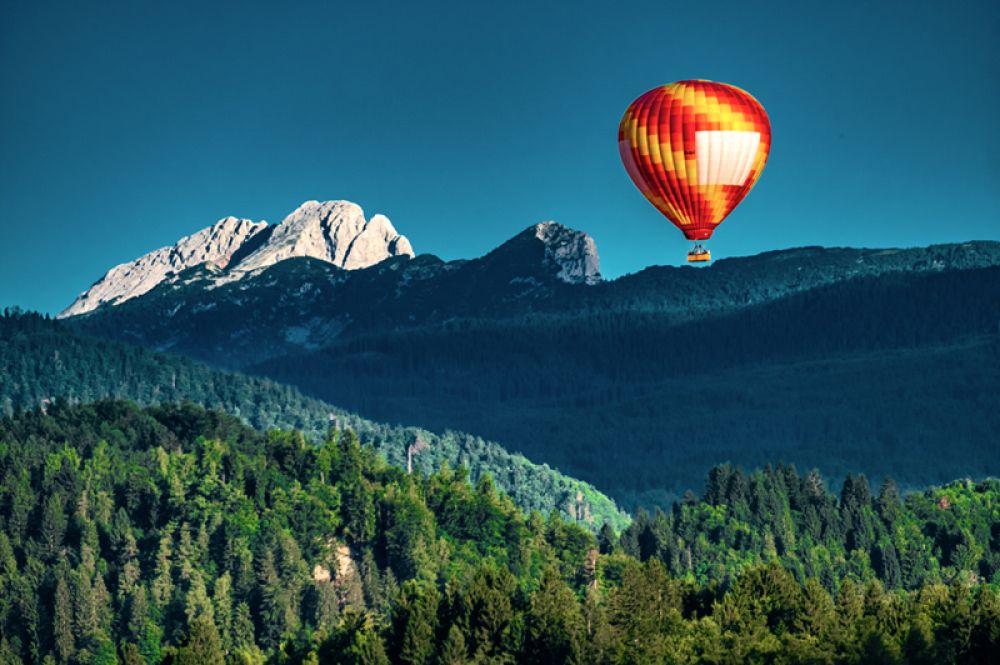 Триглав — единственный национальный парк Словении. Он включает в себя вершину горы Триглав, являющуюся национальным символом страны, и ее окрестности. Примечательным местом парка является также долина Триглавских озер.