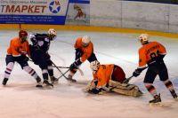 Даже когда до конца игры оставались считаные минуты, хозяева льда продолжали азартно штурмовать ворота соперника.