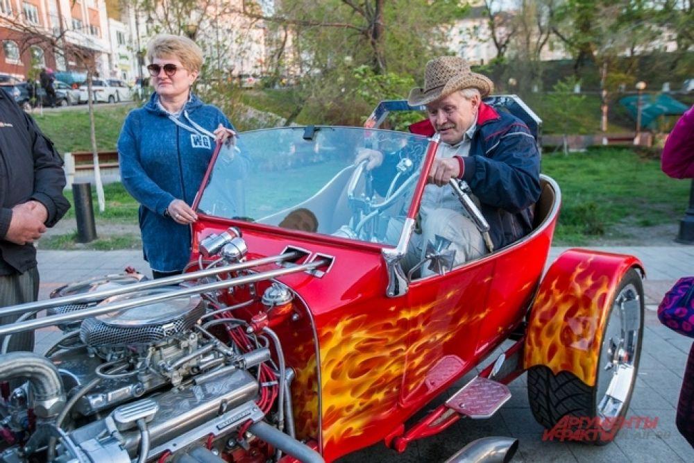 Вот бы дать газ до отказаза на этом историческом авто!