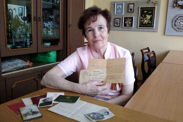 Со слезами Лариса Викторовна вспоминает события тех лет.
