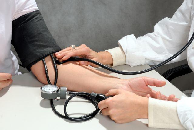 Врачи регулярно проверяют здоровье жителей глубинки с выездом на место.