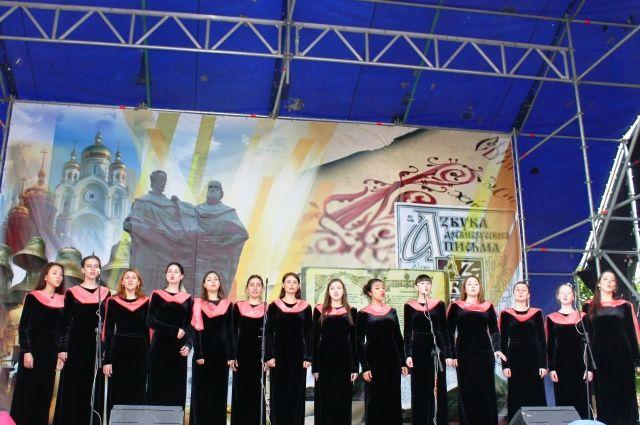 Выступления хоров пройдут одновременно по всей стране.