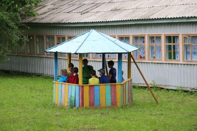 Дети надеются, что однажды их возьмут в дружную семью.