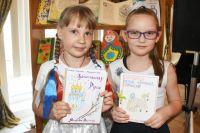 Аксинья и Анна учатся во втором классе.