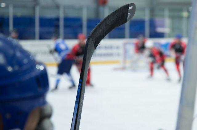 Юные хоккеисты всухую разгромили «стариков»