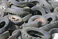 Возле Тюмени обнаружили незаконную свалку из пластика и машинных покрышек