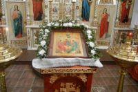 В Троицкую родительскую субботу верующие вспоминают всех умерших и молятся за них.