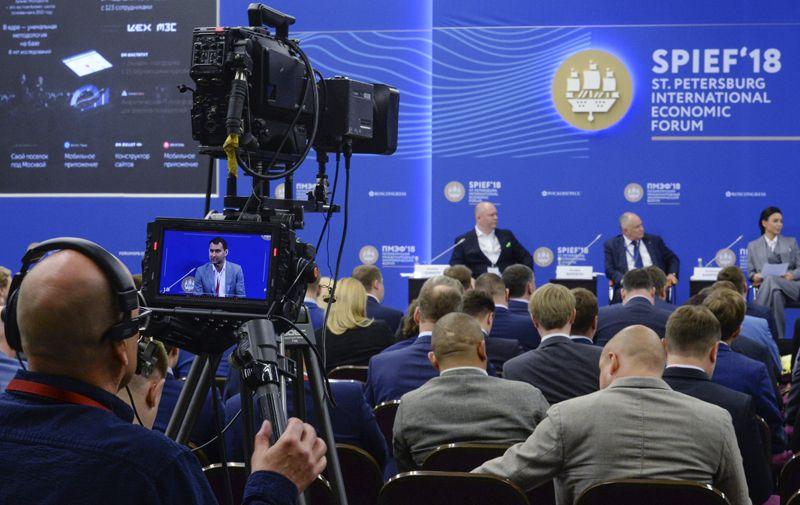 Пленарная сессия «Предпринимательство в России: история успеха или академия провалов?» в рамках Петербургского международного экономического форума 2018.