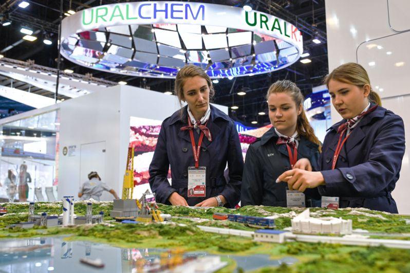 Волонтеры на Петербургском международном экономическом форуме.