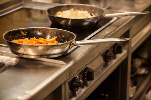 В тюменском ресторане вместо поваров работали посудомойщицы