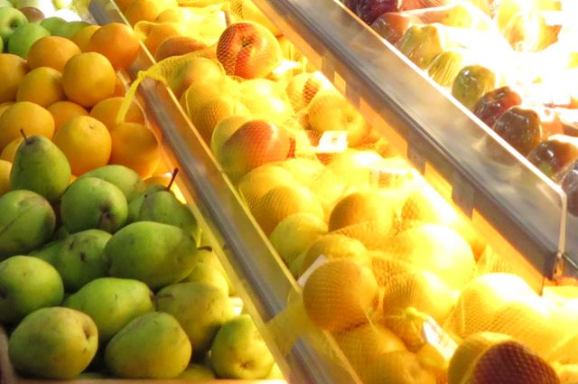 Из киоска пропали орехи и фрукты.