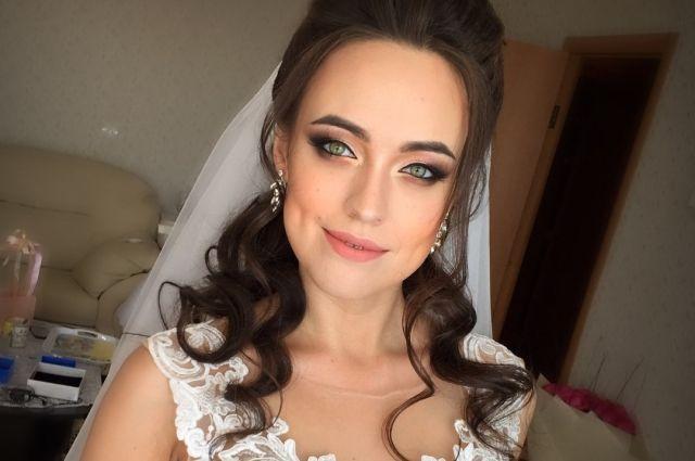 Все меньше девушек надевают платье невесты.