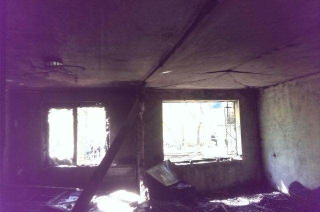 Между квартирами рухнула перегородка.